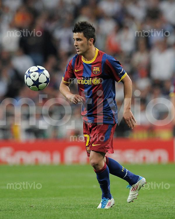 FUSSBALL   CHAMPIONS LEAGUE   SAISON 2010/2011   Halbfinale  27.04.2011 Real Madrid  -  FC Barcelona David Villa (Barca) am Ball