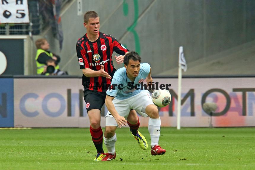 Alexander Madlung (Eintracht) gegen Shinji Okazaki (Mainz) - Eintracht Frankfurt vs. 1. FSV Mainz 05