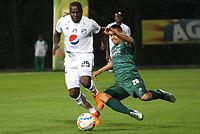 BOGOTÁ -COLOMBIA, 7-04-2018: Jhon Alex Cano (Der) de La Equidad disputa el balón con Eliser Quinones (Izq) de Millonarios  durante partido por la fecha 13 de la Liga Águila I 2018 jugado en el estadio Metropolitano de Techo de la ciudad de Bogotá./ Jhon Alex Cano (R) player of La Equidad fights for the ball with Eliser Quinones (L) player of Millonarios  during the match for the date 13 of the Aguila League I 2018 played at Metropolitano de Techo stadium in Bogotá city. Photo: VizzorImage/ Felipe Caicedo / Staff