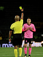 BOGOTÁ - COLOMBIA, 22-07-2018: Diego León Escalante, arbitro, muestra tarjeta amarilla a Diego Valdés (Der.), jugador de Boyacá Chicó F. C., durante partido de la fecha 1 entre Millonarios y Boyacá Chicó F. C., por la Liga Aguila II-2018, jugado en el estadio Nemesio Camacho El Campin de la ciudad de Bogota. / Diego Leon Escalante, referee, shows yellow card to Diego Valdes (R) player of Boyaca Chico F. C., during a match of the 1st date between Millonarios and Boyaca Chico F. C., for the Liga Aguila II-2018 played at the Nemesio Camacho El Campin Stadium in Bogota city, Photo: VizzorImage / Luis Ramirez / Staff.