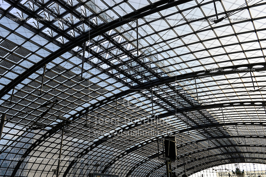 GERMANY Berlin, main central railway station with solar panel on glass roof / DEUTSCHLAND Berlin, Hauptbahnhof mit PV Modulen auf dem Glasdach der Halle