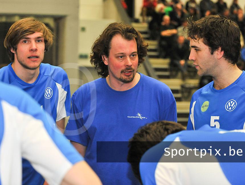 Tievolley Tielt - Packo Zedelgem : Zedelgemse coach Wim Vande Ryse.foto VDB / BART VANDENBROUCKE
