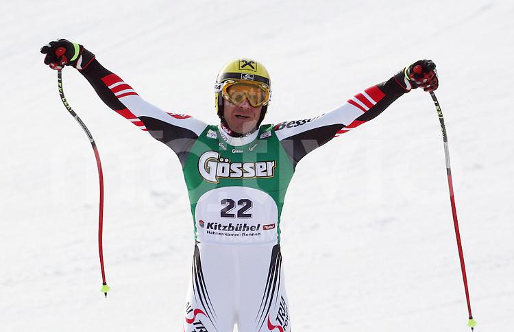 Ski-Alpin, Super G Kitzbuehel, 18.01.2008, Hermann Maier (AUT) aergert sich ueber die schlechten Sichtverhaeltnisse die einen eventuellen Sieg verhindern