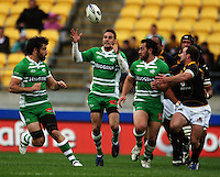 Manawatu fullback Andre Taylor collects loose ball as Nick Crosswell and Isaac Thompson run in support. Air NZ Cup - Wellington Lions v Manawatu Turbos at Westpac Stadium, Wellington, New Zealand. Saturday 3 October 2009. Photo: Dave Lintott / lintottphoto.co.nz