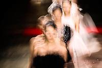SAO PAULO, SP, 22 MARÇO 2013 - SPFW - R. ROSNER - Desfile da R.Rosner  grife durante o São Paulo Fashion Week ( SPFW ) Verão 2013 e 2014 realizado no Espaço da Bienal no Parque do Ibirapuera em São Paulo (SP), nesta sexta-feira (22). (FOTO: WILLIAM VOLCOV / BRAZIL PHOTO PRESS).