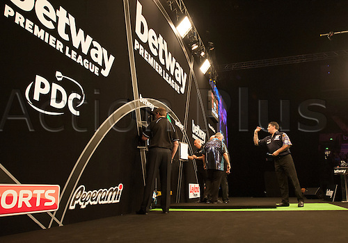 07.04.2016. The Sheffield Arena, Sheffield, England. Betway PDC Premier League Darts. Night 10.  Gary Anderson [SCO] in action during his match against Phil Taylor [ENG].