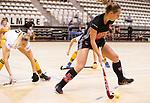 Almere - Zaalhockey Amsterdam-Den Bosch (v)  .  Charlotte Adegeest (A'dam)  met Sian Keil (DBO) .TopsportCentrum Almere.    COPYRIGHT KOEN SUYK