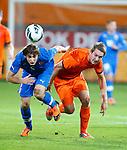 Nederland, Rotterdam, 15 oktober 2012.Interland.Jong Oranje-Jong Slowakije.Norbert Gyomber van Jong Slowakije en Luuk de Jong van Jong Oranje strijden om de bal