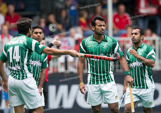 28/06/2015<br /> HWL Semi Final Antwerp Belgium 2015<br /> Pakistan v France Men<br /> Jr. Muhammad Rizwan talks to <br /> Photo: Grant Treeby