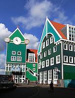 Het Stadhuis en Centraal Station in Zaandam