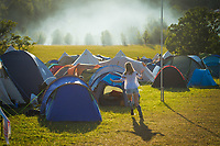 Festival goers enjoy the Wilderness Festival in Oxfordshire, August 6, 2017. <br /> CAP/CAM<br /> &copy;Andre Camara/Capital Pictures