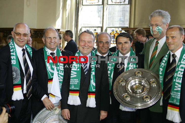 BL 2003/2004 Werder Bremen - Meisterfeier Rathaus Bremen<br /> <br /> <br /> <br /> Im Rathaus wurde noch einmal die Schale vom Pr&auml;sidium und dem Senat pr&auml;sentiert, v.l. Fischer, Born, Perschau, Allofs, Scherf und Schaaf<br /> <br /> <br /> <br /> Foto &copy; nordphoto