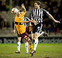 :: MOTHERWELL'S KEITH LASLEY  IS BEATEN TO THE BALL BY ST MIRREN'S HUGH MURRAY ::