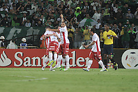 MEDELLÍN -COLOMBIA-03-05-2016. Jugadores de Huracán de Argentina celebran después de anotar un gol a Atlético Nacional de Colombia durante partido de octavos de final, llave A, de la Copa Bridgestone Libertadores 2016 jugado en el estadio Atanasio Girardot de la ciudad de Medellín. / Players of Huracan of Argentina celebrate after scoring a goal to Atletico Nacional of Colombia during knockout round match, Key A, of the Copa Bridgestone Libertadores 2016 played at Atanasio Girardot stadium in Medellin city. Photo: VizzorImage / Luis Ramirez / Staff
