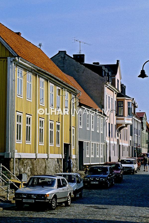 Casas e rua de Karlshamn, Suécia. 1996. Foto de Adriano Gambarini.
