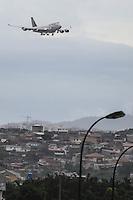 GUARULHOS, SP, 25.03.2016 - IRON-MAIDEN - O avião Ed Force One da banda britânica de heavy metal,Iron Maiden é visto se aproximando do Aeroporto Internacional de São Paulo/Guarulhos – Governador André Franco Montoro em Guarulhos na tarde desta sexta-feira, 25. A banda se apresenta sábado no Allianz Parque. (Foto: William Volcov/Brazil Photo Press)