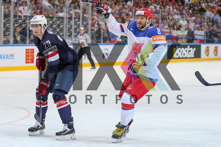 Russlands OVECHKIN Alexander (Nr.8) erobert den Puck verteidigt ihn gegen USAs Krug, Torey (Nr.47)(Boston Bruins) und USAs Nelson, Brock (Nr.29)(New York Islanders) und macht das zweite Tor f&uuml;r Russland im Spiel IIHF WC15 Russia vs. USA.<br /> <br /> Foto &copy; P-I-X.org *** Foto ist honorarpflichtig! *** Auf Anfrage in hoeherer Qualitaet/Aufloesung. Belegexemplar erbeten. Veroeffentlichung ausschliesslich fuer journalistisch-publizistische Zwecke. For editorial use only.
