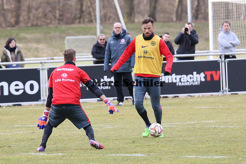 Haris Seferovic gegen Kevin Trapp - Eintracht Frankfurt Training, Commerzbank Arena