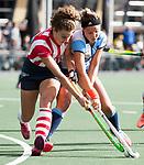 AMSTELVEEN - Elke Boers (Hurley)  met Julia Verschoor (HDM) .Hoofdklasse competitie dames, Hurley-HDM (2-0) . FOTO KOEN SUYK
