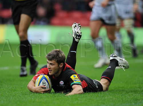 03.10.2010 Aviva Premiership Rugby from Vicarage Road Saracens v Leicester Tigers. Wigglesworth scores Saracens 2nd try in their 26-20 victory over Leicester
