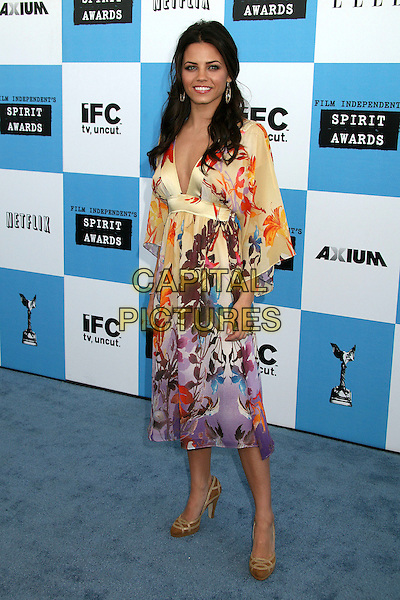 JENNA DEWEN .2007 Film Independent's Spirit Awards at the Santa Monica Pier, Santa Monica, California, USA,.24 February 2007..full length purple yellow patterned dress print brown shoes.CAP/ADM/BP.©Byron Purvis/AdMedia/Capital Pictures.