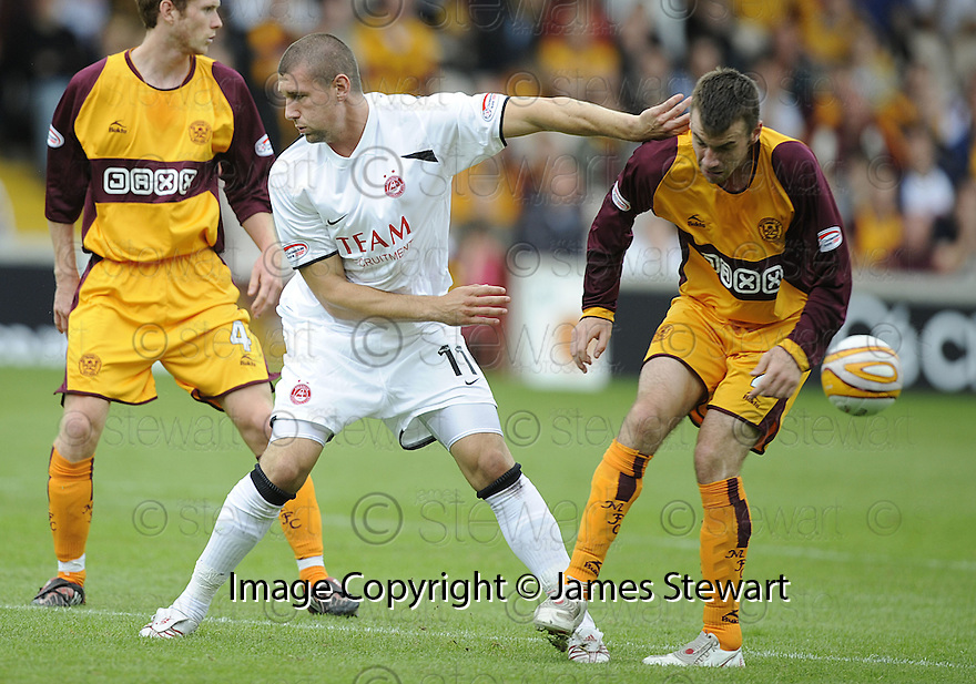 16/08/2008  Copyright Pic: James Stewart.File Name : sct_jspa25_motherwell_v_aberdeen.TOMMY WRIGHT  AND PAUL QUINN CHALLENGE FOR THE BALL....James Stewart Photo Agency 19 Carronlea Drive, Falkirk. FK2 8DN      Vat Reg No. 607 6932 25.Studio      : +44 (0)1324 611191 .Mobile      : +44 (0)7721 416997.E-mail  :  jim@jspa.co.uk.If you require further information then contact Jim Stewart on any of the numbers above........