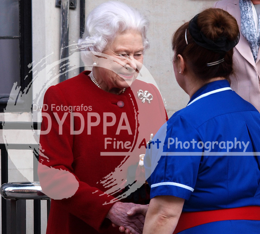 Queen Elizabeth leaves the King Edward VII hospital in Central London after a short stay for  a slight stomach ailment Monday March 4, 2013. Photo by Max Nash / i-Images / DyD Fotografos