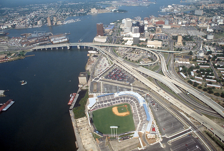 1993 August 19..Redevelopment.Downtown South (R-9)..HARBOR PARK.LOOKING WEST.I-264 ON LEFT...NEG#.NRHA#..