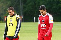 SAO PAULO, SP, 23 DE JULHO DE 2013. TREINO SPFC  . Os jogadores do São Paulo Futebol Clube, Juan e Jadson, durante treino do SPFC no Centro de Treinamento na Barra Funda, zona oeste da capital paulista. FOTO ADRIANA SPACA/BRAZIL PHOTO PRESS.
