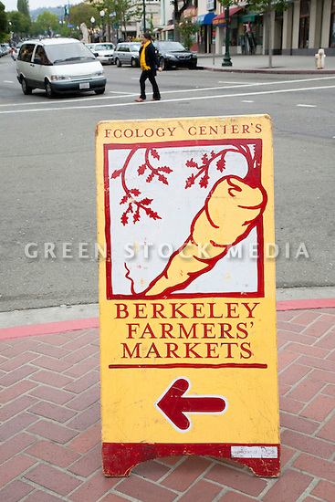 Sign of Ecology Center's Berkeley Farmers' Market which prides itself on being a 'Zero Waste Zone' and prohibiting genetically modified foods. Berkeley, California, USA