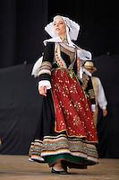 Danseuse en costume folklorique