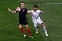 MOSCU - RUSIA, 11-07-2018: Ivan RAKITIC (Izq) jugador de Croacia disputa el balón con Kyle WALKER (Der) jugador de Inglaterra durante partido de Semifinales por la Copa Mundial de la FIFA Rusia 2018 jugado en el estadio Luzhnikí en Moscú, Rusia. / Ivan RAKITIC (L) player of Croatia fights the ball with Kyle WALKER (R) player of England during match of Semi-finals for the FIFA World Cup Russia 2018 played at Luzhniki Stadium in Moscow, Russia. Photo: VizzorImage / Julian Medina / Cont