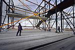 LEIDSE RIJN - In Leidsche Rijn werken medewerkers van Oostingh Staalbouw aan de door Dura Vermeer Bouw Hengelo te bouwen bioscoop langs de A2-tunnel. In opdracht van Cinemec verrijst een hoog 11.000 m² grote bioscoopcomplex dat verspreidt over 7 zalen ruimte biedt aan 2000 stoelen. Net als Cinemec in Ede(langs de A12) zijn ook vanuit de zaal livestreams te volgen van ondermeer concerten. Vanaf een groot dakterras met uitzicht zal de skyline van Utrecht te zien zijn. COPYRIGHT TON BORSBOOM