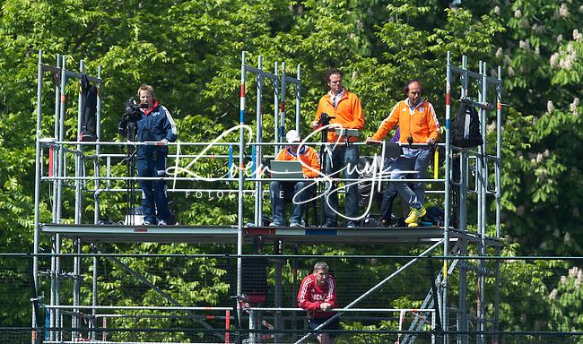 WASSENAAR - Hockey - De videotoren.  Het Nederlands hockeyteam mannen speelde maandag een oefenwedstrijd  tegen Engeland (3--2) , ter voorbereiding aan het WK hockey dat op 31 mei in Den Haag van start gaat. COPYRIGHT KOEN SUYK