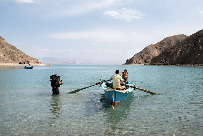 Shooting of the series &quot;Li a'la Se'er&quot; (&ldquo;the highest price&rdquo;) Egypt, April 2017 (El Adl Group). The production chose Sinai as the scenery to shoot the romantic images of the honey moon of the 2 heroes. In the following episodes, the couple will soon have to face the temptation of adultery.<br /> <br /> Tournage de la s&eacute;rie &quot;Li A'la Se'er&quot; (&quot;Au prix fort&quot;), Egypte, Sina&iuml;, Avril 2017 (El Adl group). La production a choisi le d&eacute;cor du Sina&iuml;, sur la c&ocirc;te de la mer rouge, pour tourner les images romantiques du voyage de noces des deux h&eacute;ros. Au cours des &eacute;pisodes suivants le couple traversera bient&ocirc;t la tentation de l'adult&egrave;re.
