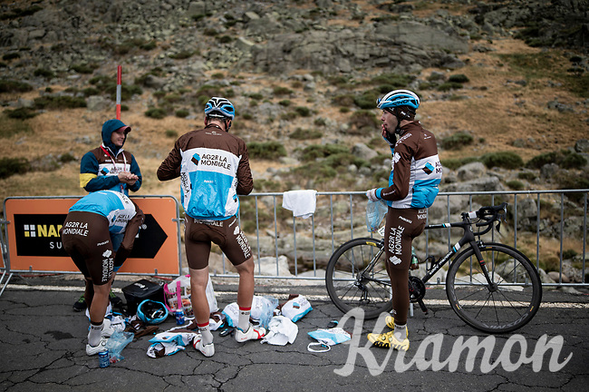 post-stage roadside prep for a quick descent from the (finish) mountain towards the team buses <br /> <br /> Stage 20: Arenas de San Pedro to Plataforma de Gredos (190km)<br /> La Vuelta 2019<br /> <br /> ©kramon