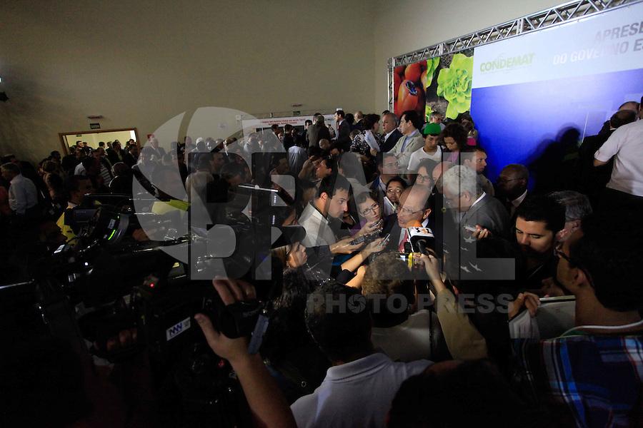 MOGI DAS CRUZES, SP, 30 DE MARCO 2012 - IASSINATURA  MOGI DAS CRUZES -  O governador do Geraldo Alckmin, durante assinatura de termos de adesão do Programa Creche Escola com os municípios da Região do Alto Tietêna na tarde desta sexta 30. FOTO: WARLEY LEITE / BRAZIL PHOTO PRESS.