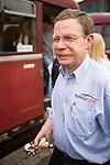 The engine driver with his gearsticks. | Der Zugführer mit seinen Schalthebeln.