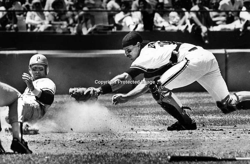 Giants catcher Bob Brenly tags out Pittsburg Pirate.<br />(1986 photo/Ron Riesterer)