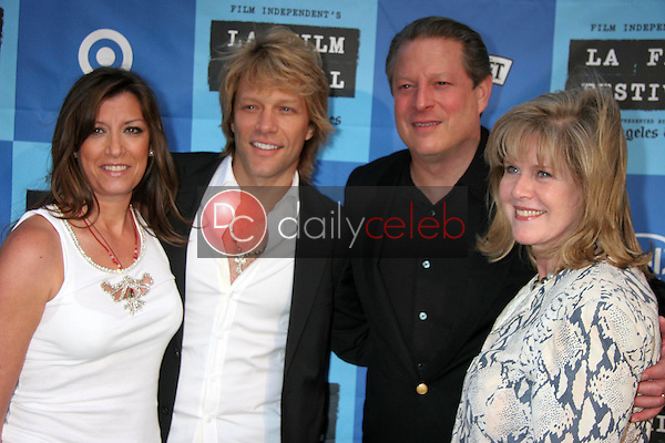 Jon Bon Jovi and wife Dorthea with Al Gore and Tipper Gore<br />