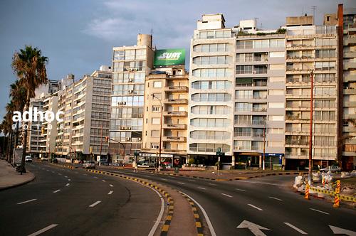 Rambla a la altura de Pocitos, Montevideo, 18/02/2011..©RICARDO ANTUNEZ.MONTEVIDEO, URUGUAY..2011