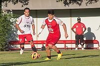 SAO PAULO, SP,  22.08.2013. TREINO SPFC  . Os jogadores do São Paulo Futebol Clube, Jadson e Aluisio durante treino do SPFC no Centro de Treinamento na Barra Funda, zona oeste da capital paulista. (Foto: Adriana Spaca/Brazil Photo Press), durante treino do SPFC no Centro de Treinamento na Barra Funda, zona oeste da capital paulista. (Foto: Adriana Spaca/Brazil Photo Press)