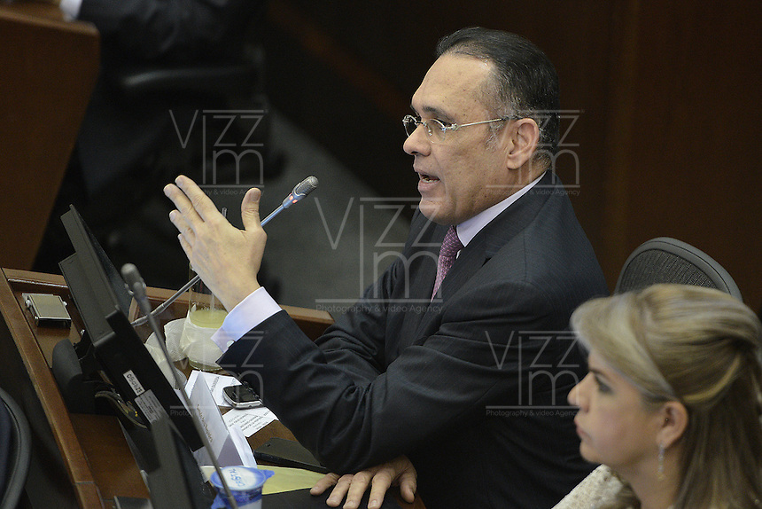 BOGOTA -COLOMBIA. 20-07-2014. Efraín José Cepeda, durante la plenaria del Senado después de la instalación del Congreso de la República de Colombia por parte del presidente, Juan Manuel Santos en el Salón Elíptico del Capitolio Nacional./ Efrain Jose Cepeda during the Senatre plenary after the installation of the Congress of the Republic of Colombia by the president, Juan Manuel Santosat Salon Eliptico in the National Capitol. Photo: VizzorImage/ Gabriel Aponte / Staff
