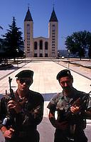 Medjugorje / BIH 1993.Soldati croati pattugliano Medjugorje durante la guerra..Foto Livio Senigalliesi..Medjugorje / BIH 1993.Croat soldiers patrolling Medjugorje during the war..Photo Livio Senigalliesi