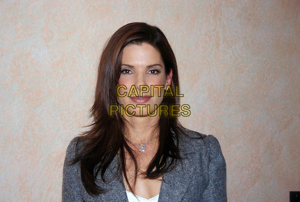 SANDRA BULLOCK.March 2005.headshot portrait initial necklace.www.capitalpictures.com.sales@capitalpictures.com.© Capital Pictures.