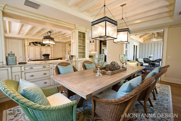 Driftwood Finish Dining Table And Comfy Casual Wicker Chairs Are Casual And  Relaxing Mixed Together.