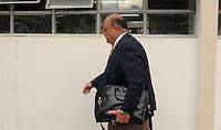 SAO PAULO, SP, 12 Janeiro 2012.O advogado Nicolau Aun do administrador de empresas Michel Goldfarb Costa, de 34 anos, suspeito de provocar uma série de acidentes em São Paulo chega no 26 dp  .  (FOTO: ADRIANO LIMA - NEWS FREE)