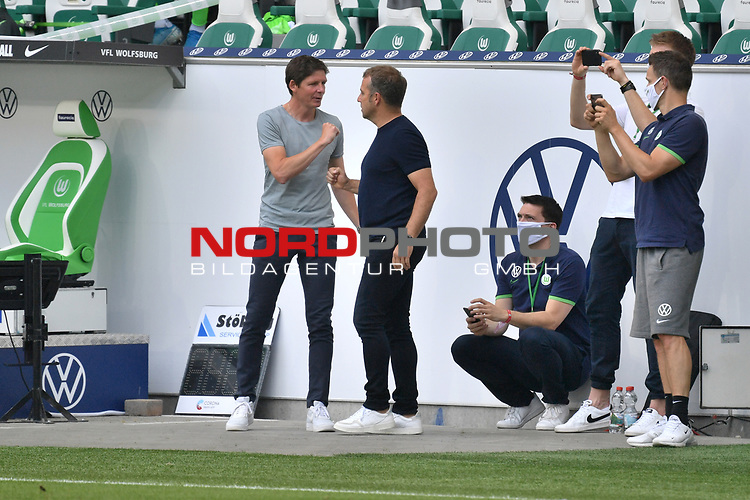 """v.l. Trainer Oliver GLASNER (WOB), Trainer Hans-Dieter """"Hansi """" FLICK (M) <br /> Begruessung<br /> <br /> Sport: Fussball: 1. Bundesliga: Saison 19/20: 34.Spieltag, <br /> VFL WOLFSBURG - FC BAYERN MUENCHEN <br /> am 27.06.2020 in der Volkswagen Arena Wolfsburg, <br /> <br /> Nur fuer journalistische Zwecke! <br /> Only for editorial use!<br /> Gemaess den Vorgaben der DFL Deutsche Fussball Liga ist es untersagt, in dem Stadion und/oder vom Spiel angefertigte Fotoaufnahmen in Form von Sequenzbildern und/oder videoaehnlichen Fotostrecken zu verwerten bzw. verwerten zu lassen. <br /> DFL regulations prohibit any use of photographs as image sequences and/or quasi-video.<br /> National and International News Agencies OUT<br /> NO RESALE!"""