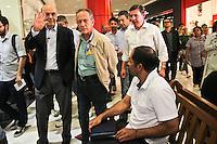 ATENÇÃO EDITOR: FOTO EMBARGADA PARA VEÍCULOS INTERNACIONAIS SÃO PAULO,SP,23 OUTUBRO 2012 - O candidato à Prefeitura, José Serra (PSDB) fez caminhada na tarde de hoje (23) pelas ruas do bairro do Tatuapé na Zona Leste.FOTO ALE VIANNA - BRAZIL PHOTO PRESS.