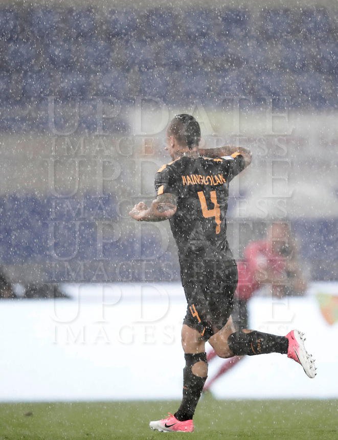 Calcio, Serie A: Roma, stadio Olimpico, 16 settembre 2017.<br /> Roma's Radja Nainggolan celebrates after scoring during the Italian Serie A football match between AS Roma and Hellas Verona at Rome's Olympic stadium, September 16, 2017.<br /> UPDATE IMAGES PRESS/Isabella Bonotto